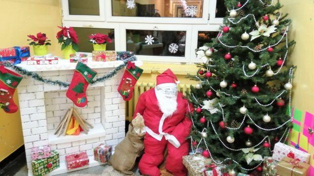 Pomysł na oryginalny, świąteczno-zimowy wystrój szkoły
