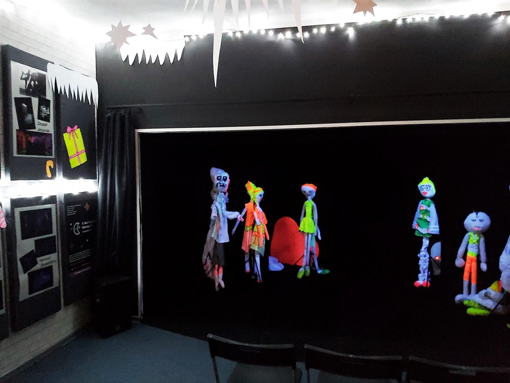 Zimowe, rodzinne warsztaty czarnego teatru