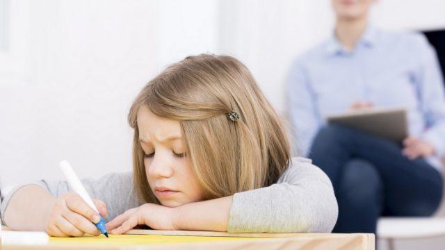 4 współczesne zagrożenia wychowawcze, których musimy być świadomi
