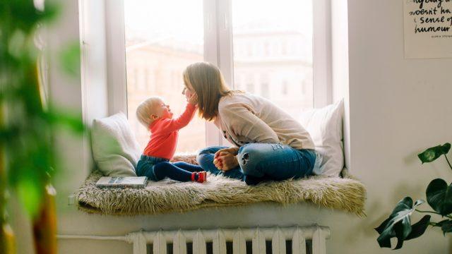 Kreatywne zabawy z dzieckiem w domu – zrób to sam/sama!