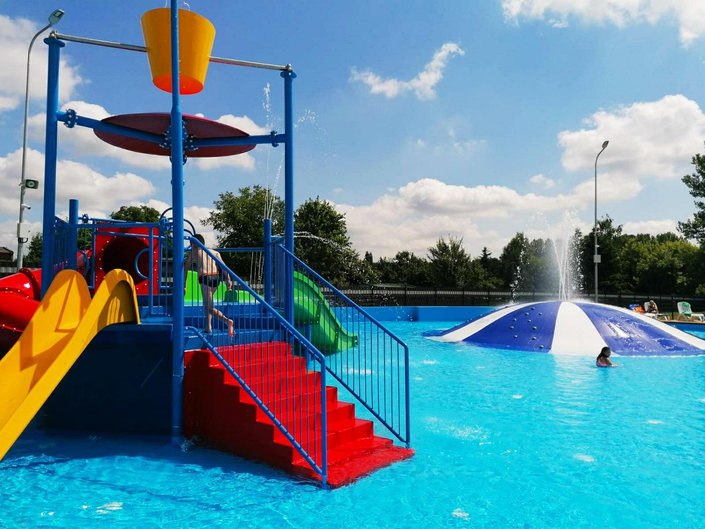 Kompleks basenów w Parku Grabek w Czeladzi